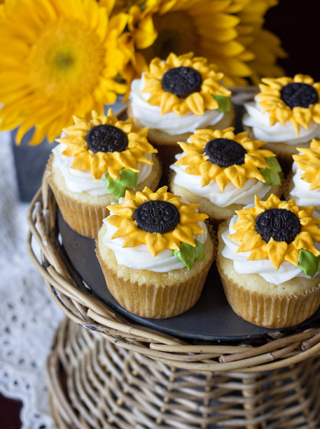 DIY-Oreo-Sunflower-Cupcake