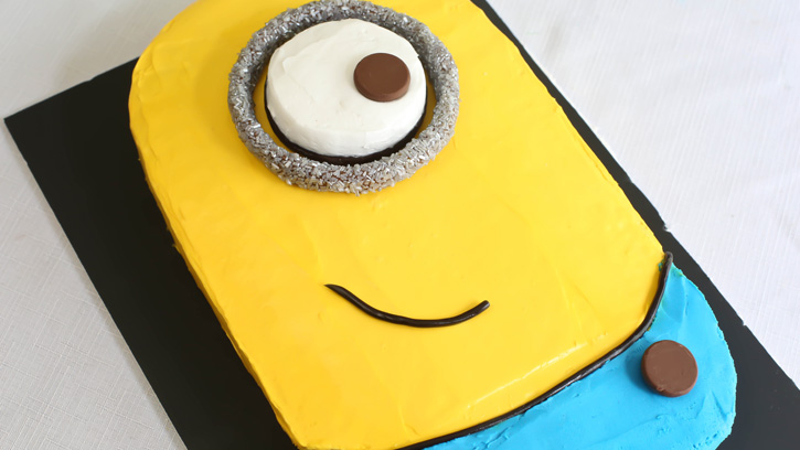 Despicable-Me-Minion-Sheet-Cake
