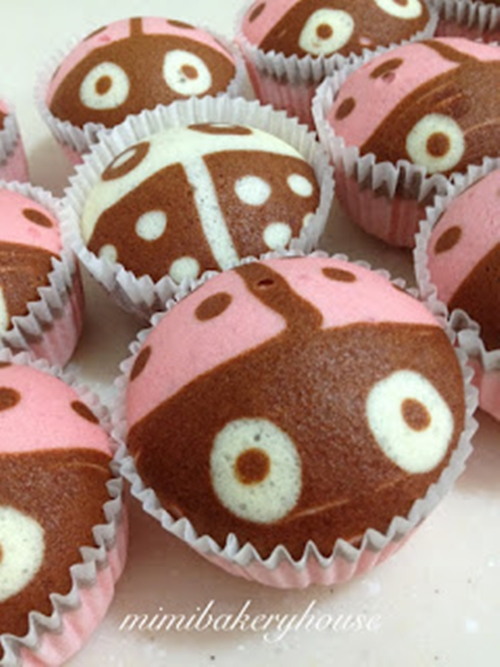 Ladybug Steamed Strawberry Cupcakes3