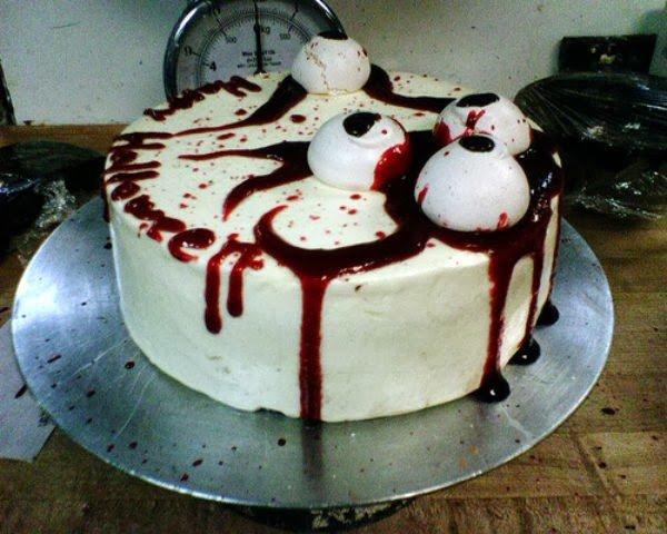 Weird Creepy Spooky and Scary Halloween Cakes eyeballs