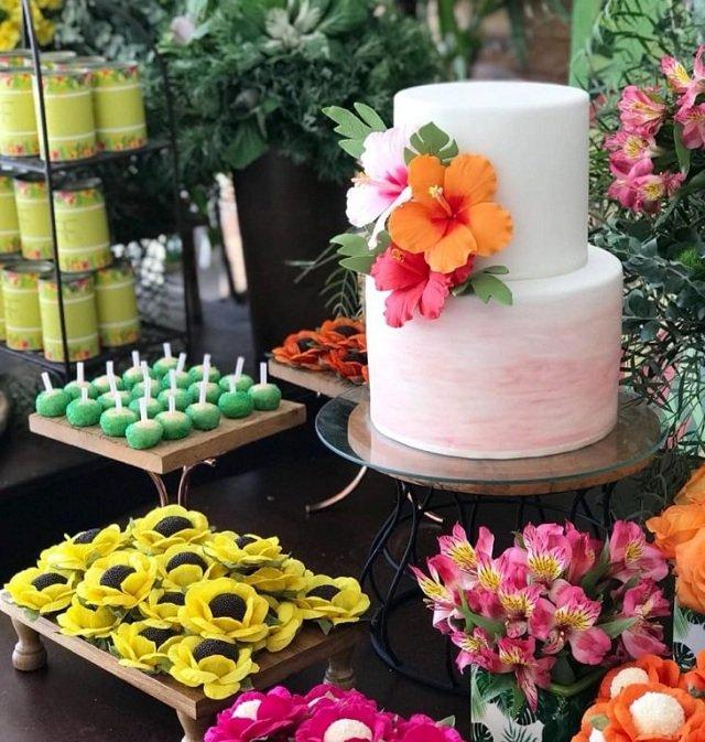 cakes hawaiian party ideas 19
