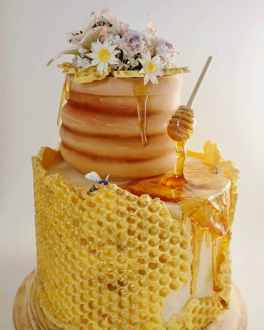 decorating the cake with bubble wrap 9