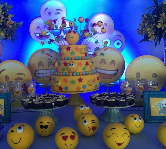 emoji cakes ideas 10