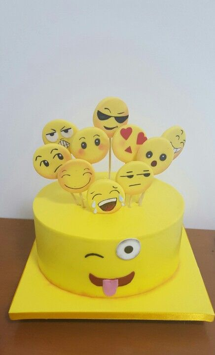 emoji cakes ideas 16