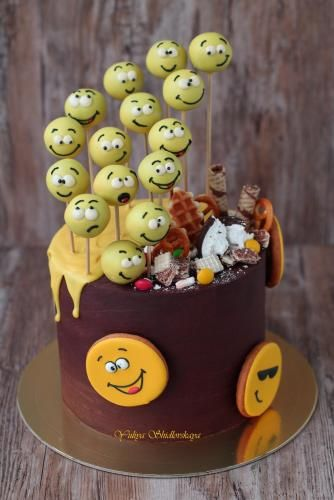 emoji cakes ideas 17