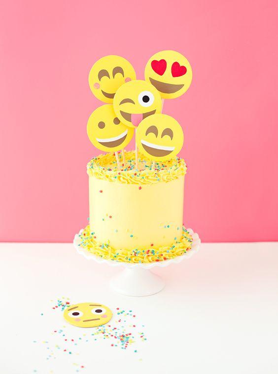emoji cakes ideas 6