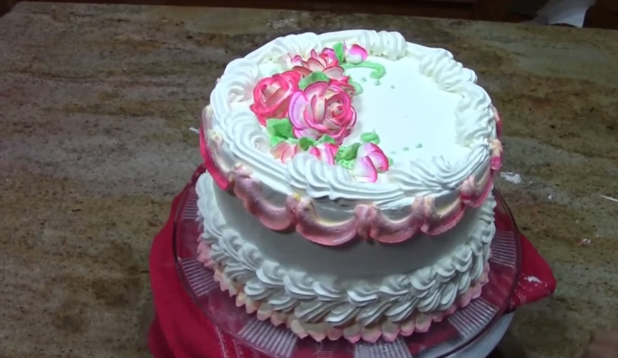 Decorate A Fancy Cake In 5 Minutes