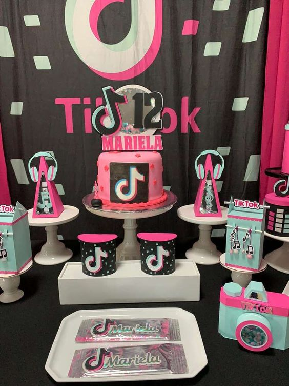 tik tok cake ideas 13