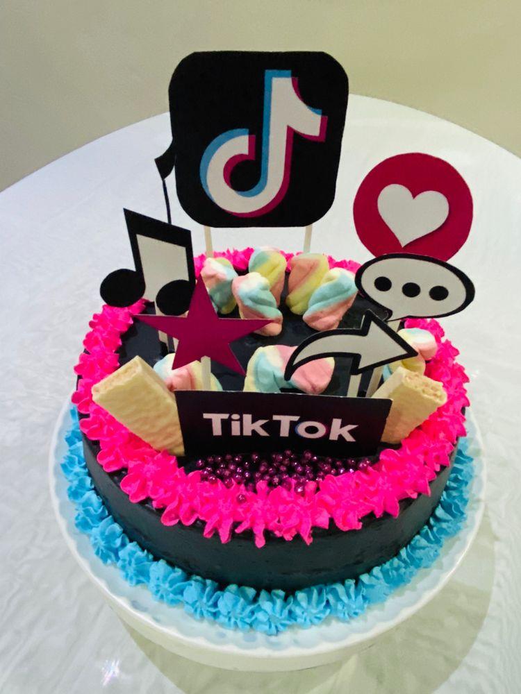 tik tok cake ideas 16