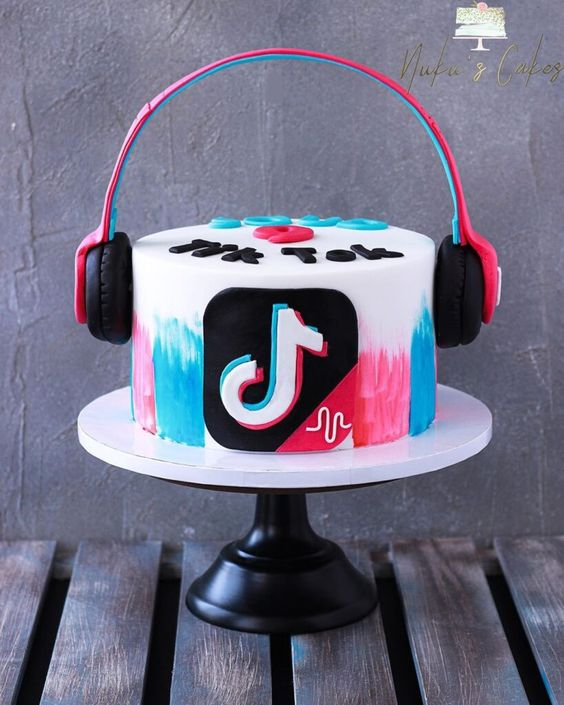 tik tok cake ideas 3