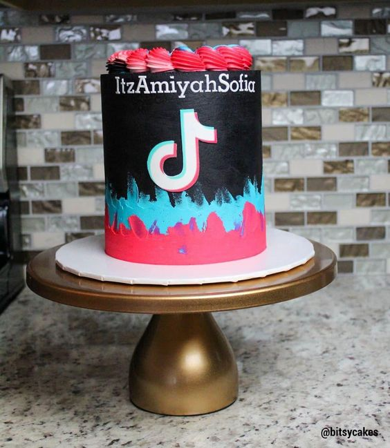 tik tok cake ideas 8